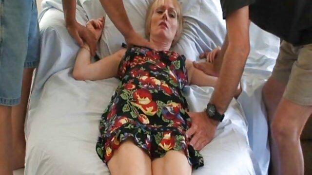 Πορνό χωρίς εγγραφή  Μελαχρινή και ξανθιά κάθε άλλοι κάνουν τα χρήματα στο κρεβάτι σεξ βιντεακια