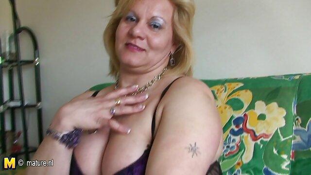 Πορνό χωρίς εγγραφή  Η μαμά rosikosex ποθεί το πρωκτικό σεξ με ένα γείτονα, καθοδηγεί τον άντρα της κέρατο